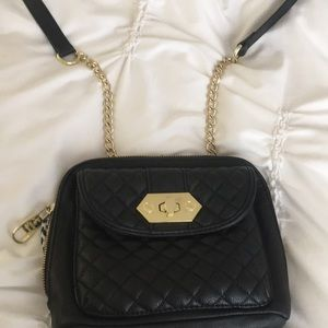 Quilted crossbody with gold chain